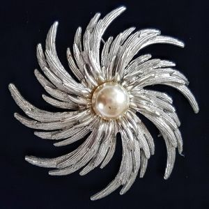 VTG Sarah Coventry Brooch Silvertone Faux Pearl
